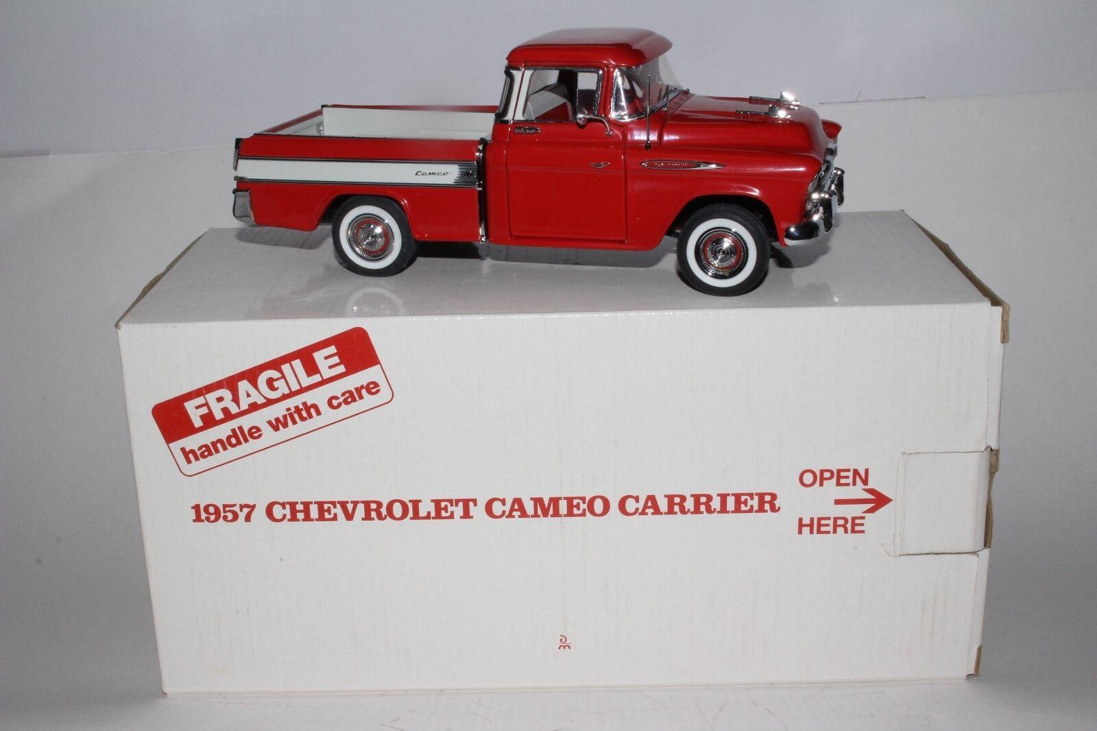 Tu satisfacción es nuestro objetivo Danbury como como como nuevo 1957 Chevrolet Cameo recolección 1 24 Scale Die Cast Modelo  Descuento del 70% barato