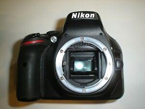 Camara Reflex Digital Nikon D5200 (7300 shots) con Caja y Accesorios