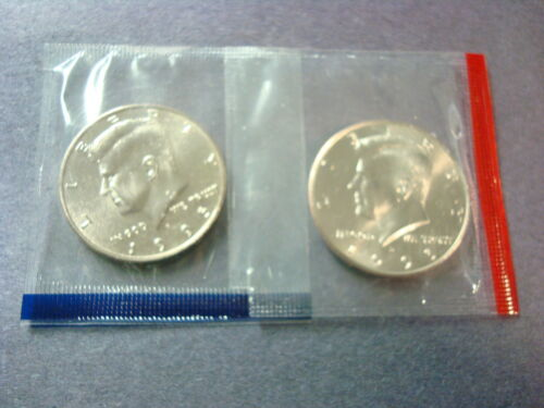 1995 P+D BOTH UNCIRCULATED KENNEDY HALF DOLLARS FROM SEALED MINT SET PACKAGE