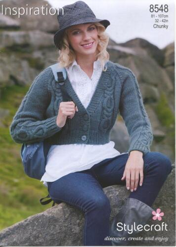 """Stylecraft Tejer patrón 8548 Cable de cultivos señoras chaqueta de punto grueso 32-42/"""" Nuevo"""
