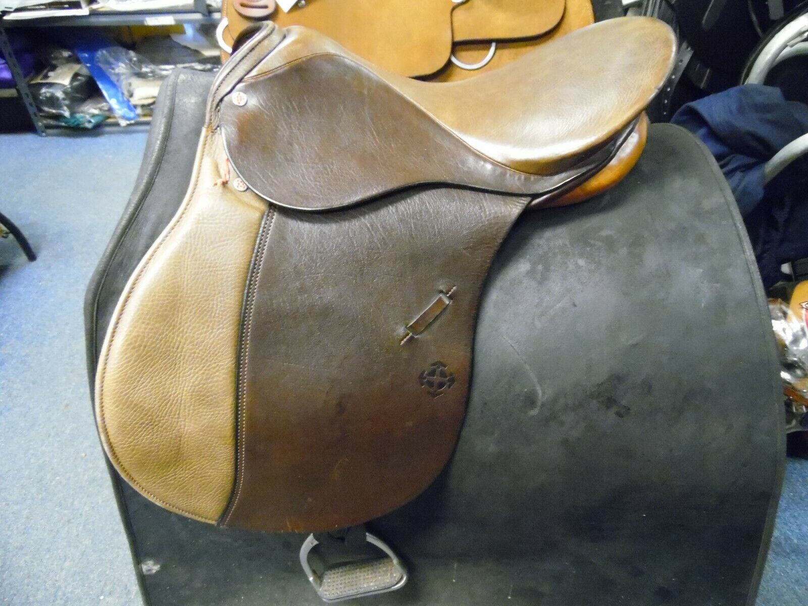 Courbette Pandur Specizal All Purpose English Saddle 17  seat 32cm tree