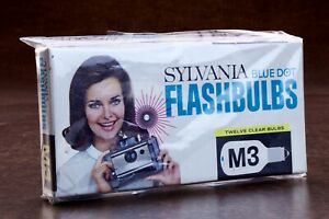 Pack of 12 Sylvania M3 Blue Dot Blue Flashbulbs - New in Package  NOS