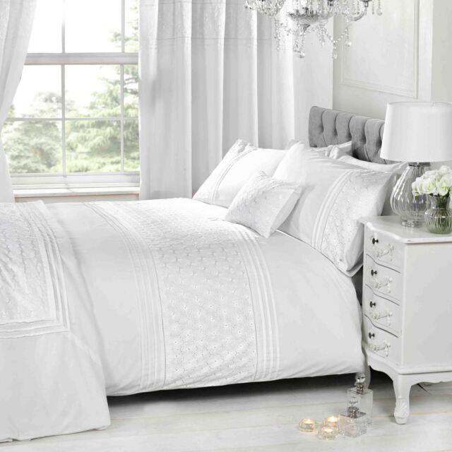 Everdean Fl White Super King Size, White Super King Size Bedding Set