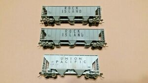 HO-Scale-Walthers-and-Athearn-Lot-of-3-2-and-3-bay-Covered-Hoppers-RI-and-UP