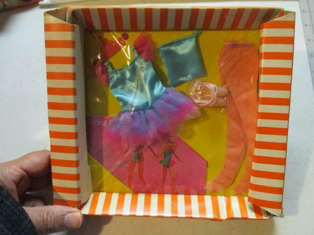 NEW Junior Fashions for Skipper and Fluff  3471  BALLERINA  1970 Barbie Doll