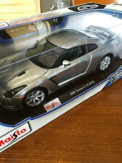 1 18 Maisto 2009 model Nissan GT-R Silber metallic
