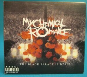 The-Schwarz-Parade-Is-Dead-My-Chemical-Romance-2-CD-ref-0062