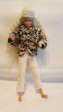 Puppenkleidung 3tlg.passend für Barbie Hose,Jacke + Käppi Handarbeit 6144