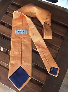 Superbe-cravate-tie-KENZO-soie-saumon-a-petits-motifs-carres-Comme-neuve