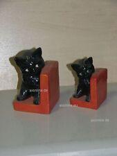 +# A002800_05 Goebel Archiv Muster Buchstützen Katze Cat schwarz rot