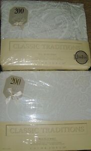 NIP NEW Full Flat & Fitted Sheet white outline paisley romantic chic set classic