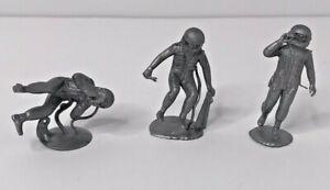 Marx-Operation-Moon-Base-1960s-Vintage-Silver-Plastic-Astronauts-3-pieces
