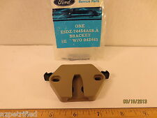 FORD 1988/89 TAURUS & MERCURY SABLE BRACKET RETAINER ASY-LUGGAGE COVER R.H./LH.