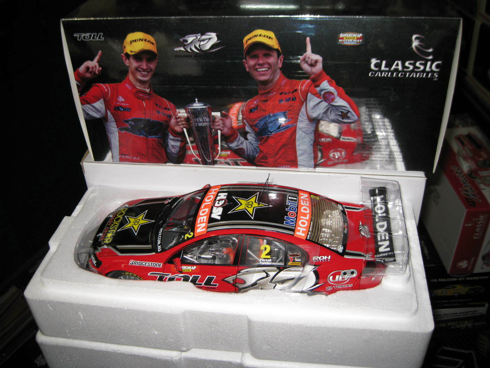 1/18 CLASSIC BATHURST WINNER 2011 HRT HOLDEN COMMODORE VE TANDER PERCAT #18488