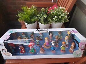 L'ensemble de la collection des animateurs Disney comprend 20 figurines statiques sur les tout-petits