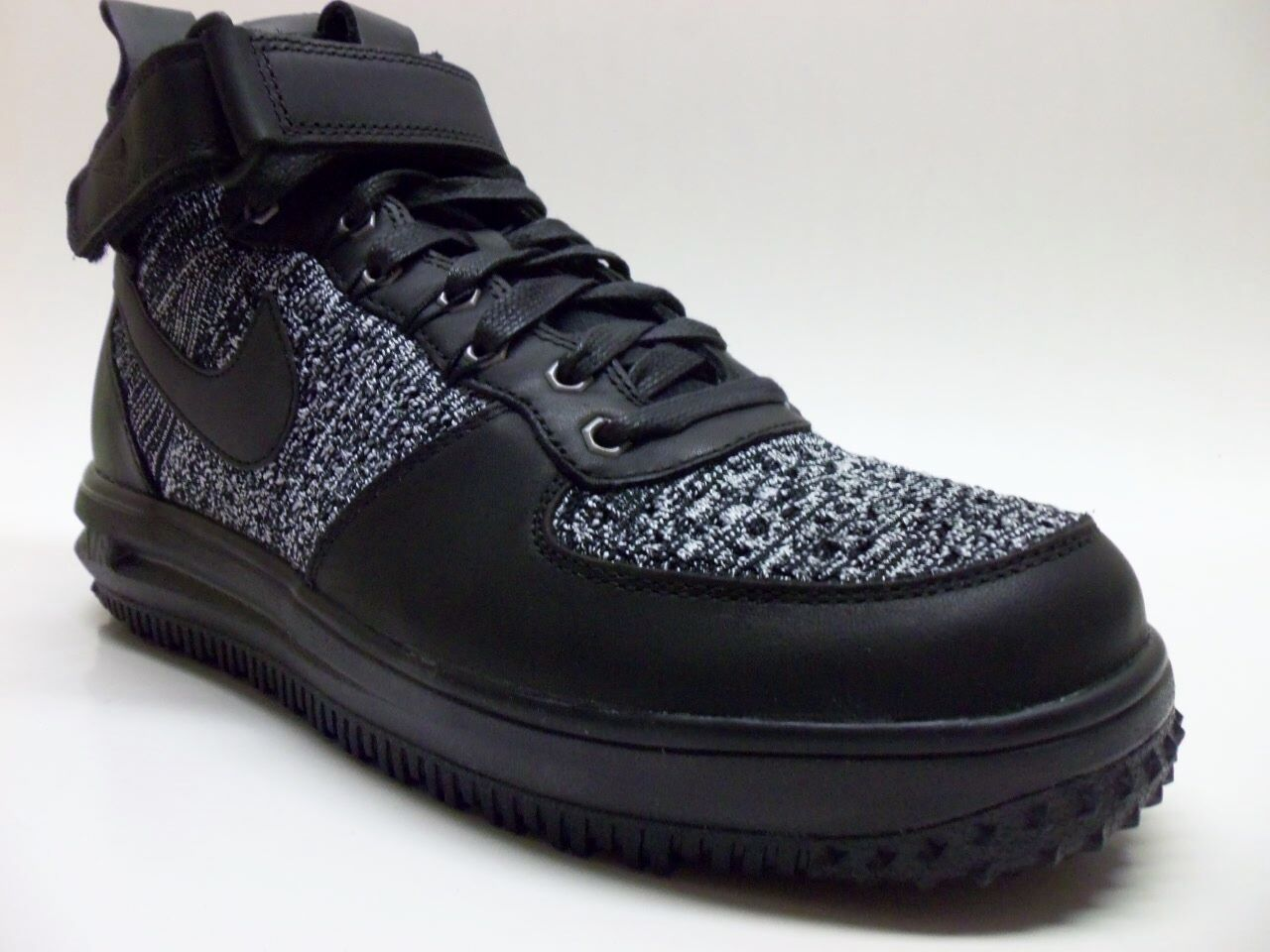 NIKE LF1 FLYKNIT WORKBOOT WORKBOOT WORKBOOT BLACK WHITE-COOL GREY SIZE WOMEN'S 9.5 11004e