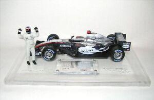 McLaren-Mercedes-Kimi-Raikkonen-con-tessuto-parte-formula-1-2005