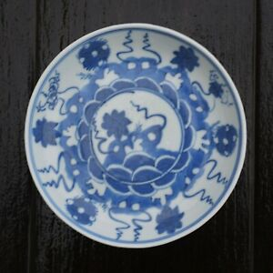 Antique-Chinese-Porcelain-saucer-in-Blue-amp-White-early-18th-century