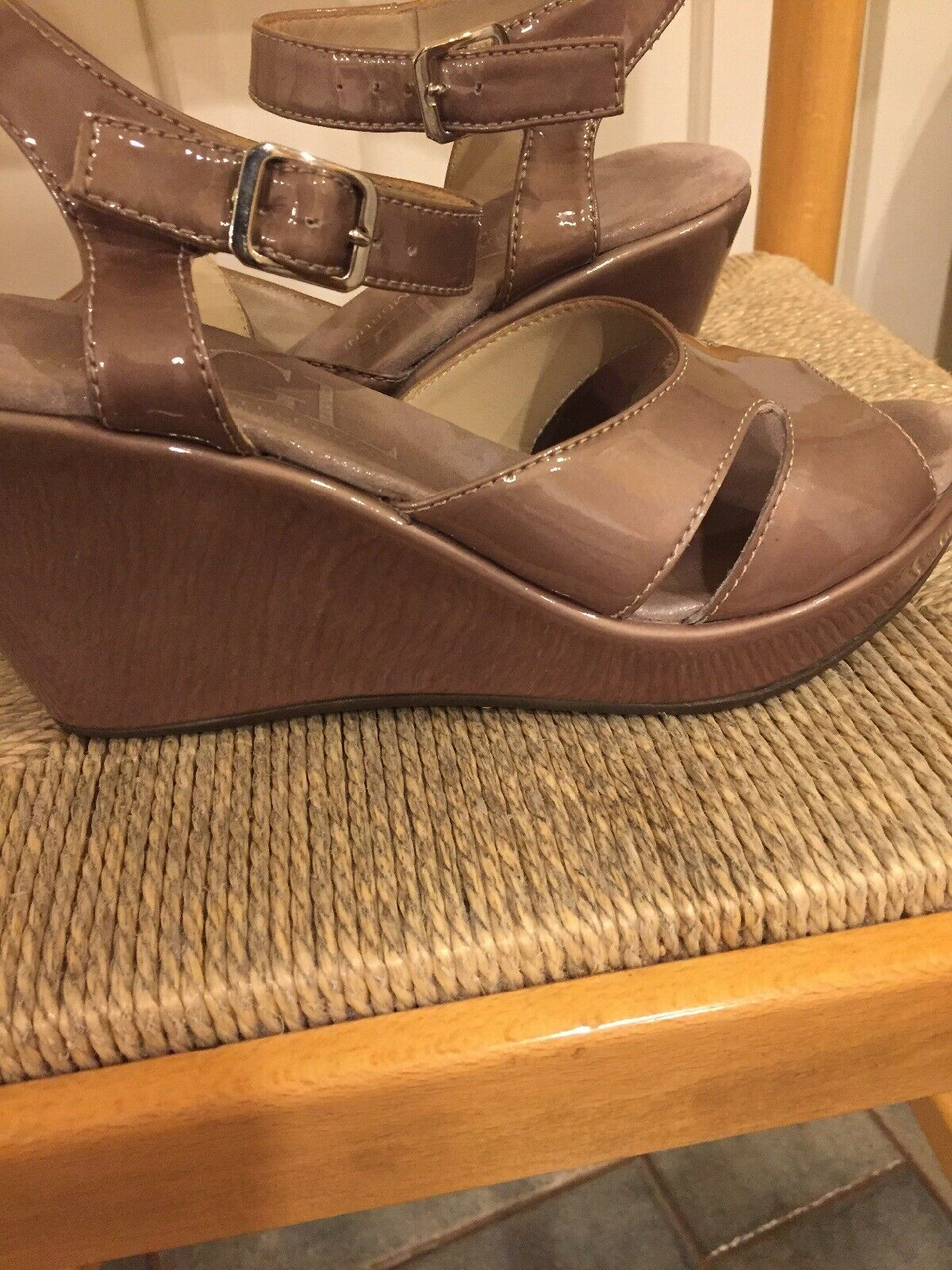 AGL Women's Platform Wedge Sandal Taupe Patent Leather size 9.0  325