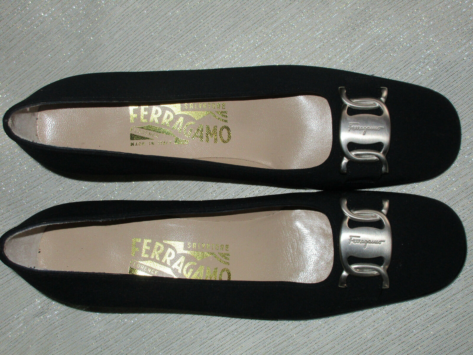Salvatore Ferragamo Vara Tissu Classique Pompe Logo Argenté Boucle Neuf 6 AAA noir