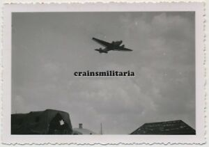 Orig-Foto-Junkers-Ju-52-Flugzeug-b-Landung-auf-Flugplatz-in-Russland