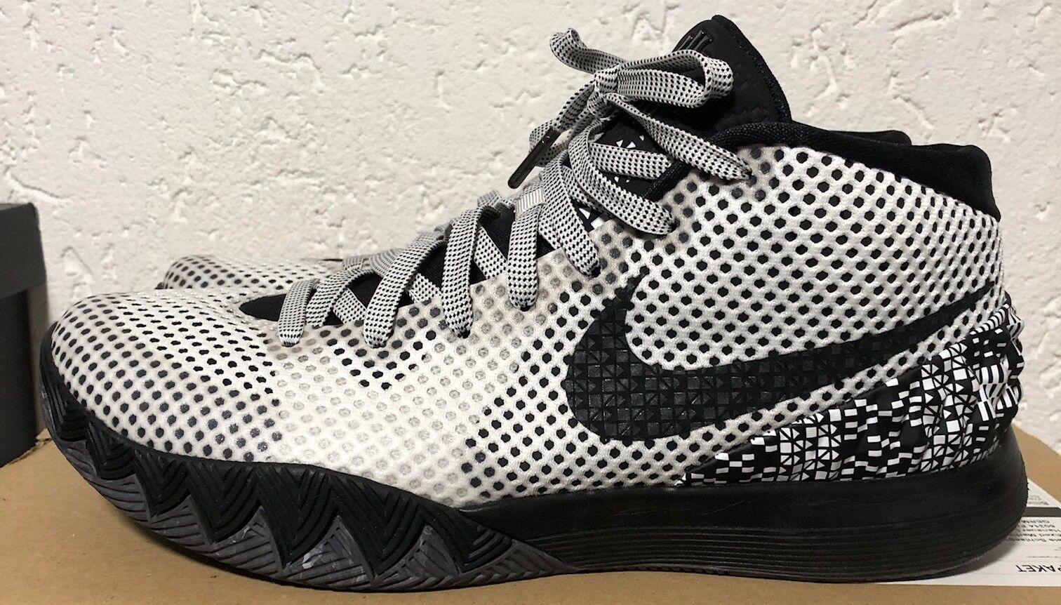 Nike Kyrie Kyrie Kyrie Irving 1 bhm US 10,5 EU 44,5 im top Zustand schwarz Weiß 2e07e5