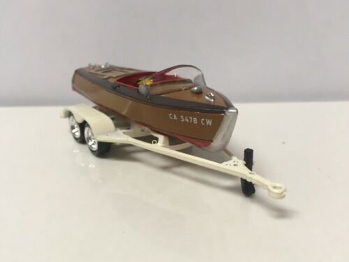 Wooden Barrelback Boat /& Trailer Collectible 1//64 Scale Diecast Model