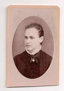 Vintage-CDV-Unknown-Girl-Cameo-Photo-by-H-C-Lovejoy-Trenton-New-Jersey