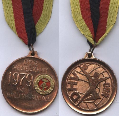 Orig. medalla de bronce RDA balonmano campeonatos 1979 con cinta       muy Raro