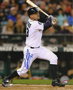 Jesus Montero 2012-2015 Seattle Mariners Signed Autographed 8x10 Photo COA