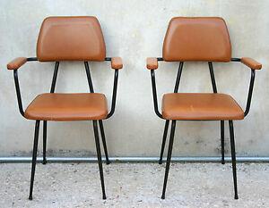 Sedie Imbottite Anni 50 : Eccezionale coppia di sedie da ufficio con braccioli imbottite