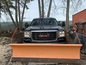 2008 GMC Sierra 2500 HD 4x4 6.0L with tommy gate and plow