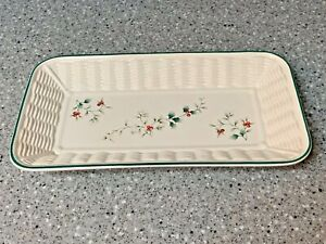 PFALTZGRAFF WINTERBERRY BREAD BASKET TRAY, HOLLY, CHRISTMAS, HOLIDAY, GREEN, RED