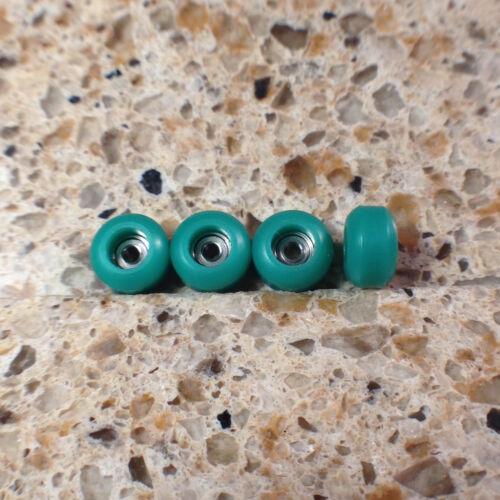 SH Fingerboard Urethane CNC Bearing Pro Green Wheels, 2 Stickers,1 Grip Tape