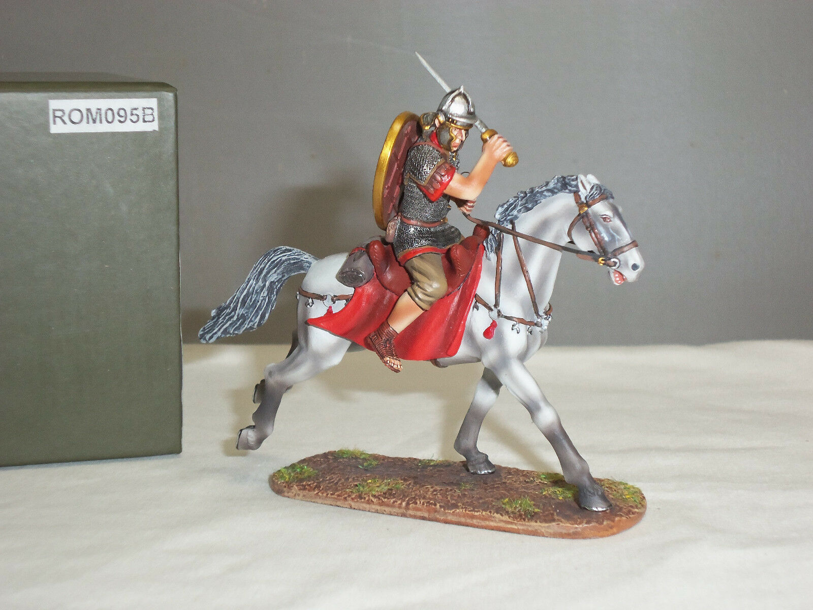 THOMAS GUNN ROM095B ROMAN CAVALRY LEGIONNAIRE SLASHING WITH SWORD MOUNTED