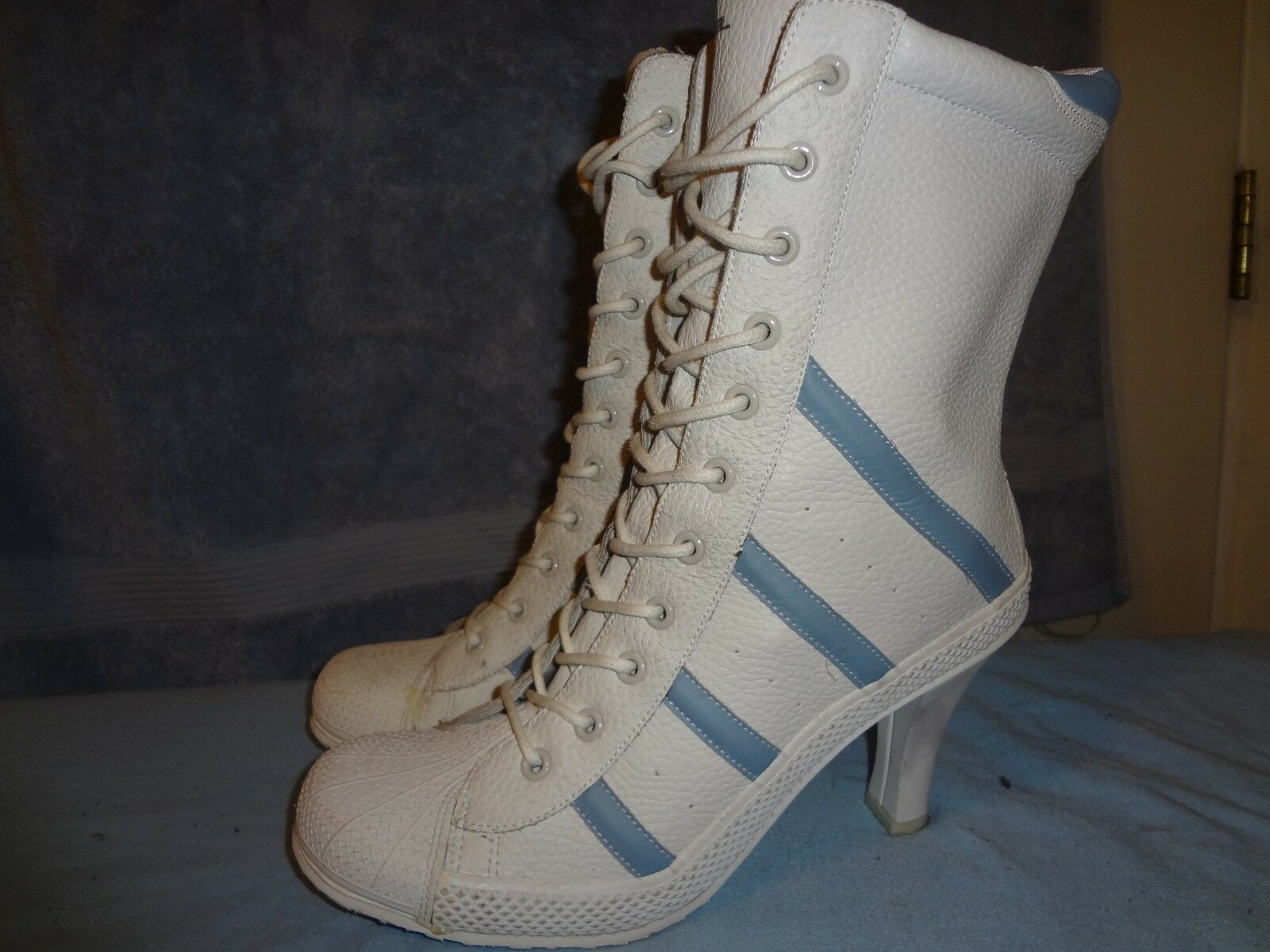 STEVE MADDEN WHITS SIZE 8.5 WOMENS IN GREAT CONDITION