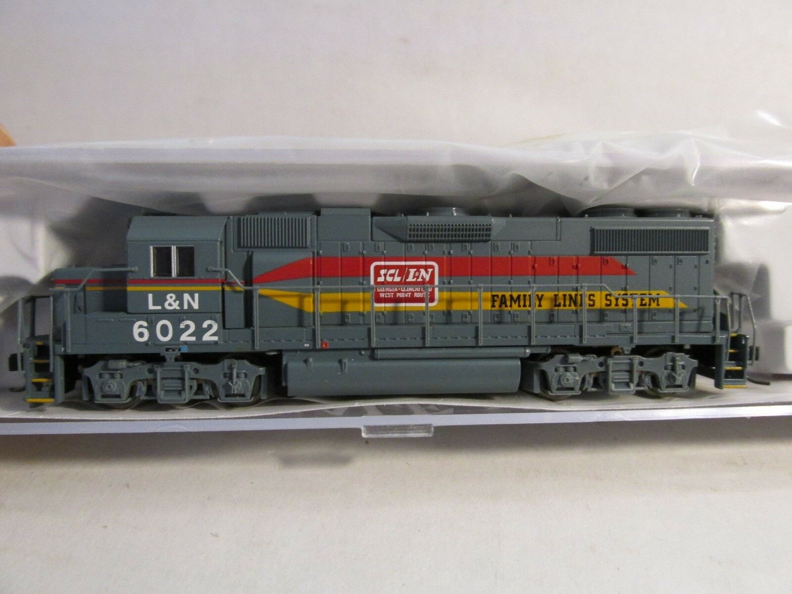 PredO  L & N   FAMILY LINES SYSTEM GP-38-2 LOCOMOTIVE  LOT B N SCALE