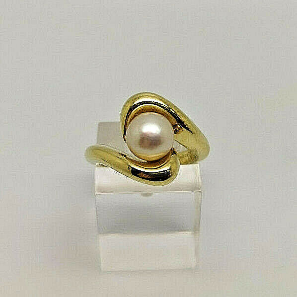 Fabulous 18ct gold Ladies Cultured Pearl Dress Ring.  goldmine Jewellers.