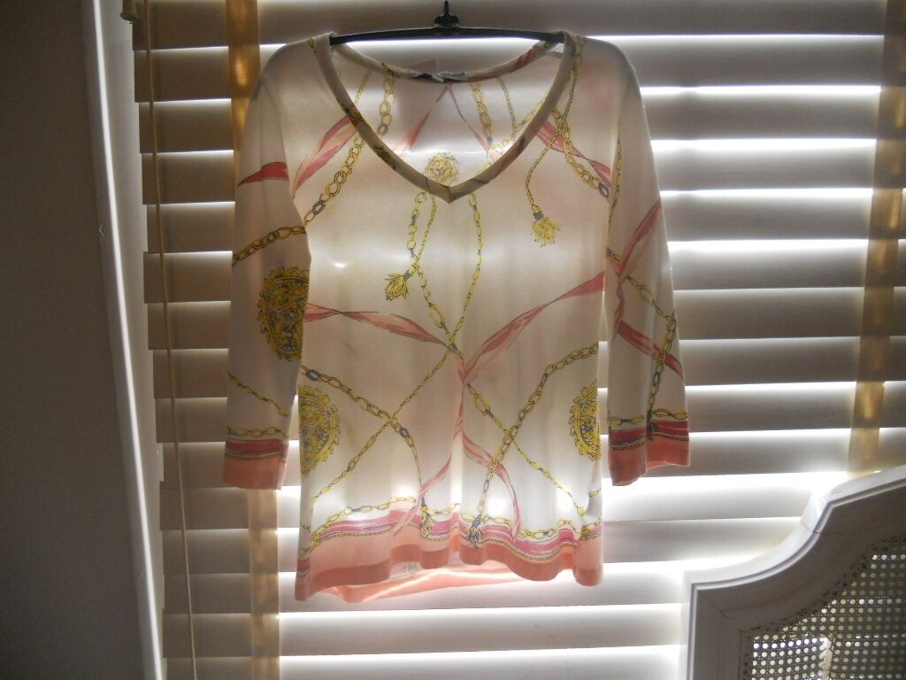 NWOT Barbara Gerwit  Art To Wear  Resort V-Neck Tassle Cable Print Tee