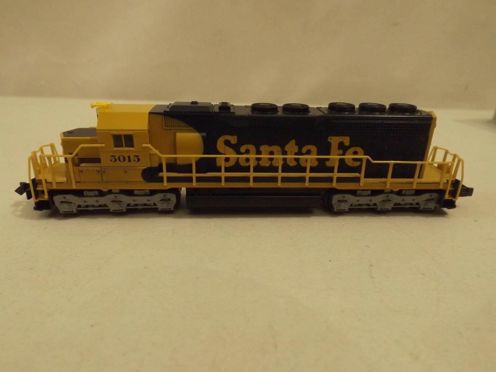 N Kato Santa Fe SD40 diesel engine in original box,