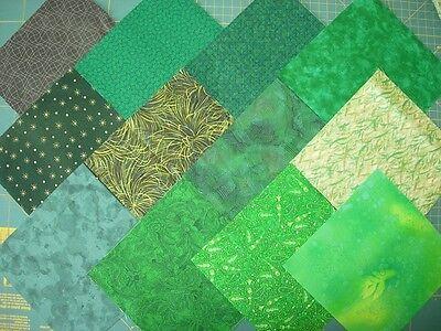 12 coupons de tissu patchwork verts foncé 15x15cm