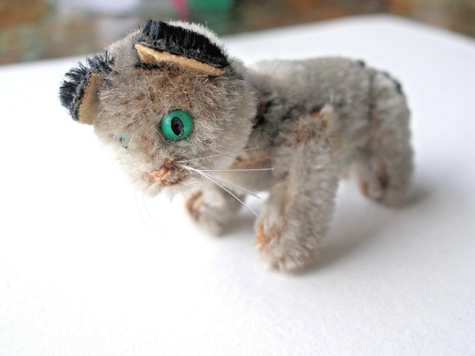 Schuco mint tiny grigio jointed mohair cat