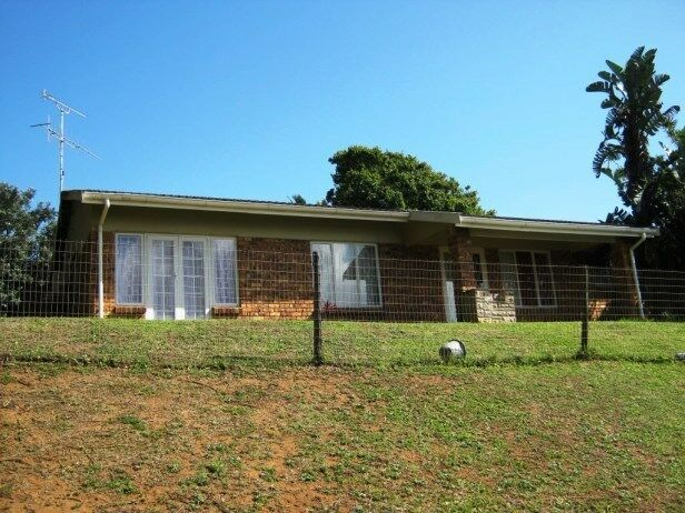 3 Bedroom ,2 Bathroom Face Brick Town House with Lovely Sea Views for sale in Port Edward