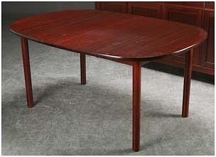 a møbler spisebord