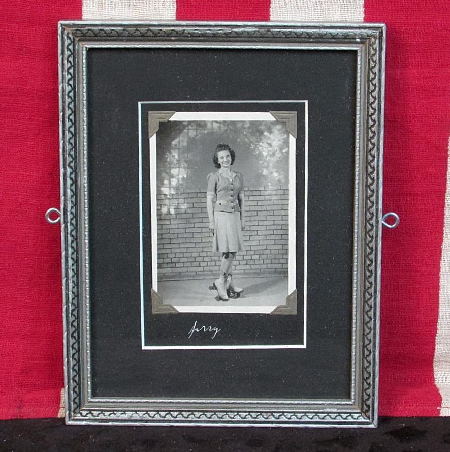 Vintage 1930s 1930s 1930s Patines sobre Ruedas Niña Antiguo Fotografía ' Jerry ' Enmarcado 3fffee