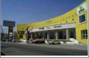 Local en venta en PB plaza comercial sobre Bernardo Quintana 200mts2 en Queretar