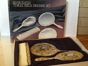 Image is loading Paul-Revere-Silversmiths-Silver-Plated-Three-Piece-Dresser- & Paul Revere Silversmiths Silver Plated Three Piece Dresser Set   eBay