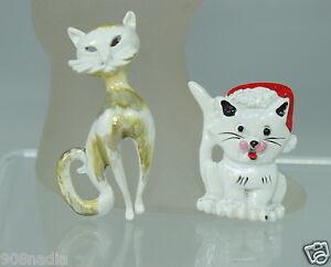VINTAGE-WHITE-ENAMEL-CAT-KITTEN-CHRISTMAS-BROOCH-PIN-PAIR