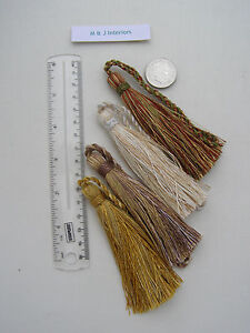 BALI-KEY-TASSELS-beige-natural-gold-jewel