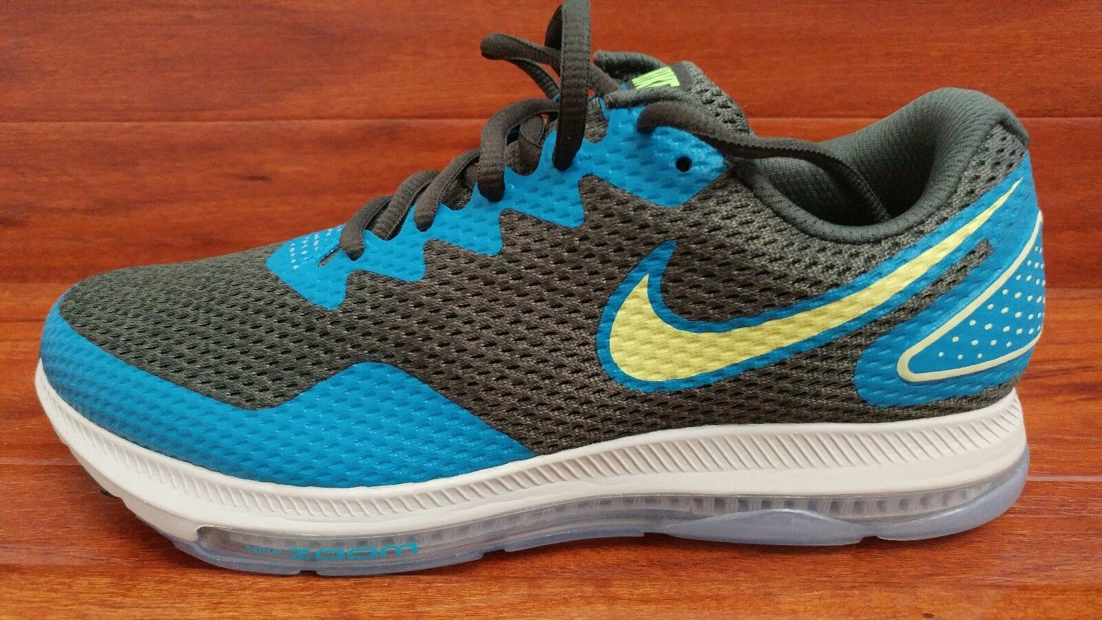 New Men's Nike Zoom All Out Low 2 . Size 9. AJ0035 301.
